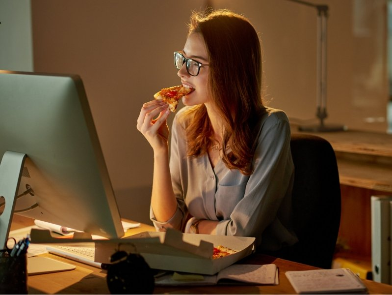 5 типов продуктов, которые нельзя есть на ночь