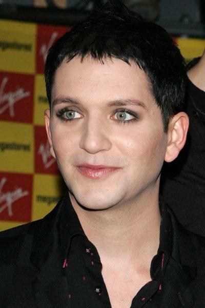 Звездные мужчины, которые делают макияж