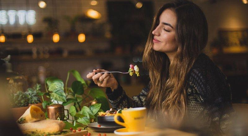 10 продуктов, которые нельзя есть тем, кто хочет продлить молодость