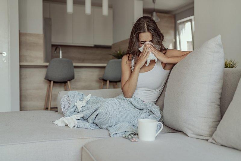 Советы врачей: как отличить опасный коронавирус от обычной простуды