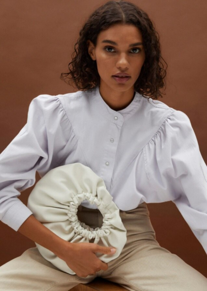 Белая сумка – идеальный вариант налето: 10 актуальных моделей налюбой вкус