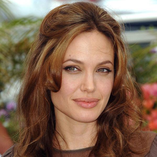 От пухлых щек доскул Малефисенты: как сгодами менялась Анджелина Джоли