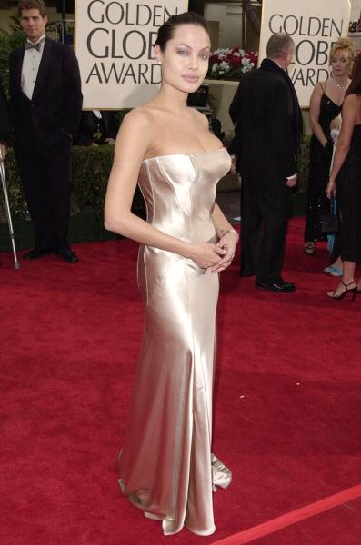 Перетянутая грудь иразрез добедра: самые откровенные наряды Анджелины Джоли