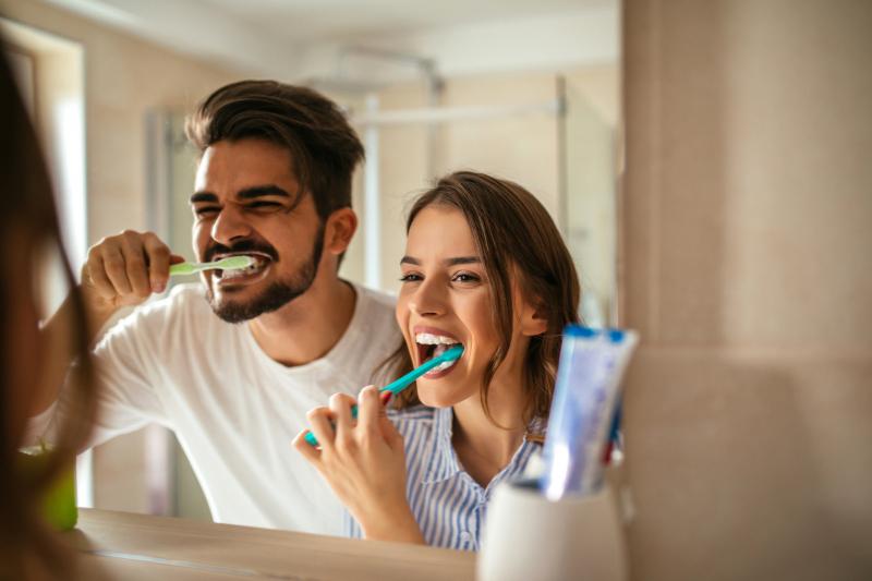 Почему зубы растут криво и можно ли их исправить без брекетов